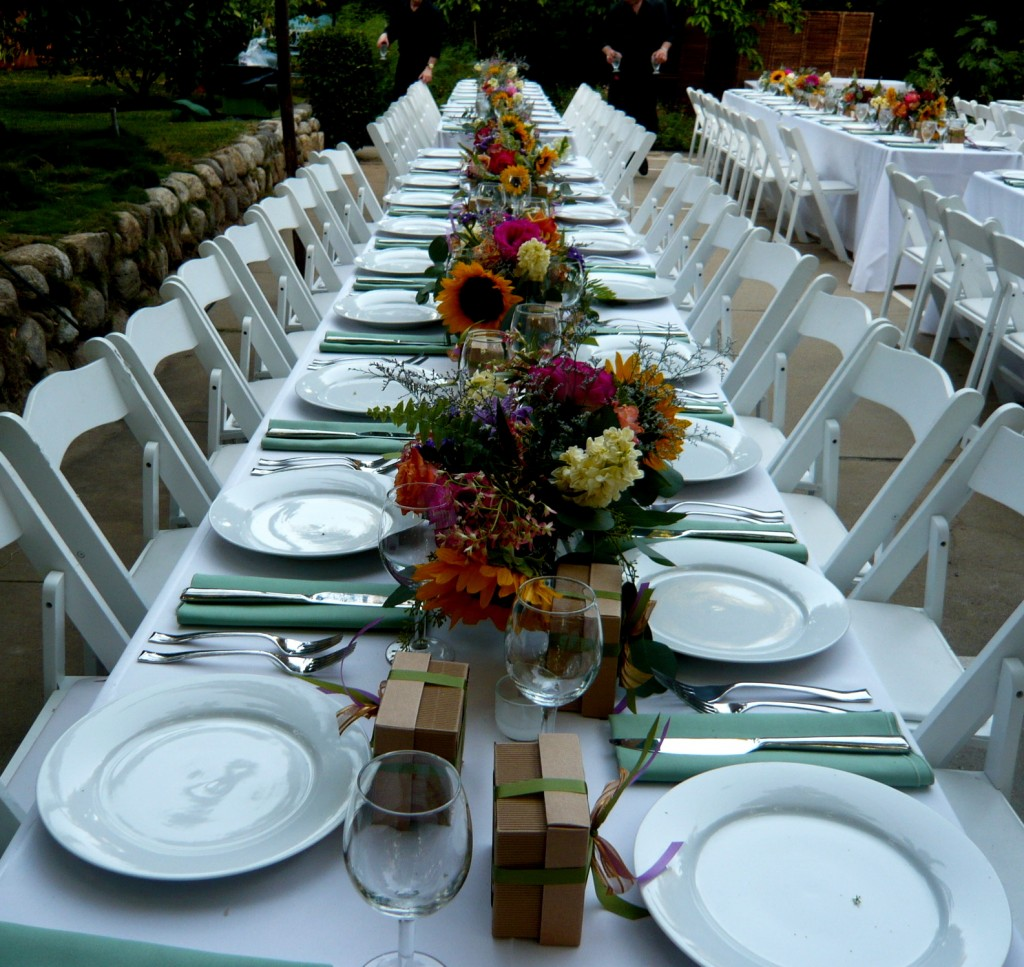 sunny, relaxed flowers adorned the tables